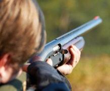 В России не будут повышать возраст приобретения оружия.